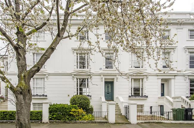 Guide Price £2,350,000, 4 Bedroom Terraced House For Sale in London, SW4
