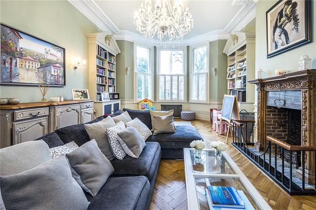 Asking Price £1,075,000, 3 Bedroom Flat For Sale in London, SW12