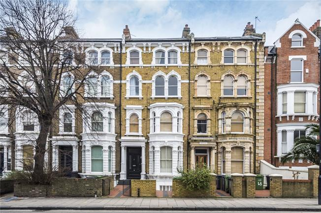 Offers in excess of £480,000, 1 Bedroom Flat For Sale in London, SW4
