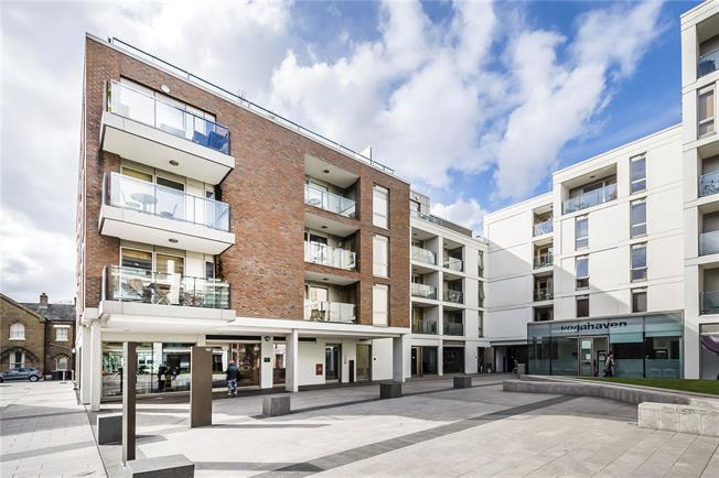 Asking Price £799,950, 2 Bedroom Flat For Sale in London, SW4