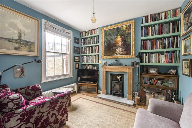 Offers in excess of £675,000, 3 Bedroom Flat For Sale in London, SW8