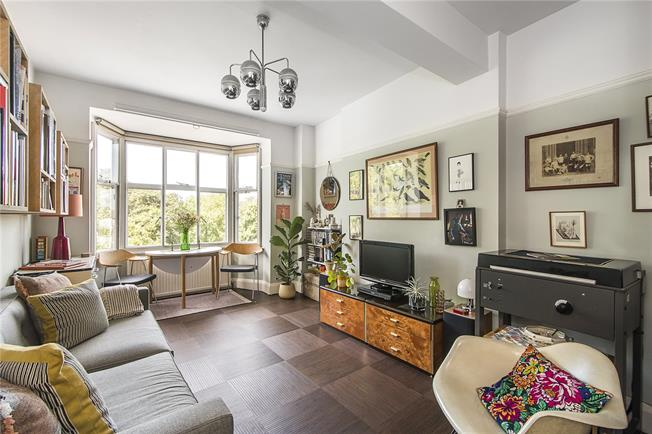 Offers in excess of £500,000, 2 Bedroom Flat For Sale in London, SW4