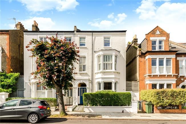 Asking Price £870,000, 2 Bedroom Flat For Sale in London, SW4