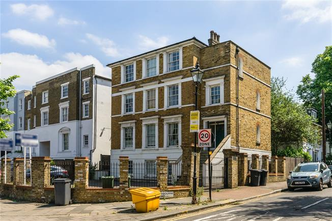 Asking Price £549,999, 2 Bedroom Flat For Sale in London, SW4