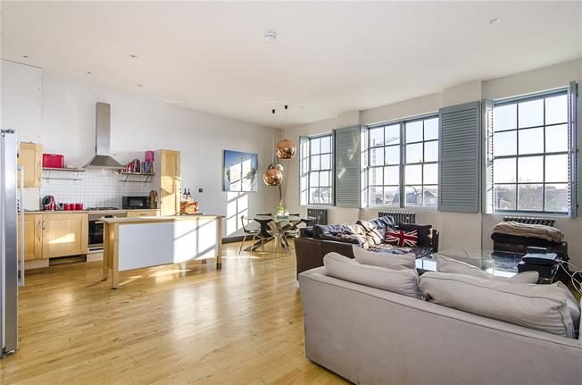 Asking Price £750,000, 2 Bedroom Flat For Sale in London, SW4