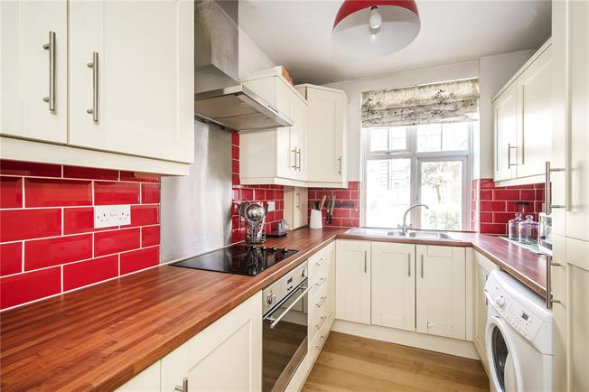Asking Price £425,000, 2 Bedroom Flat For Sale in London, SW4