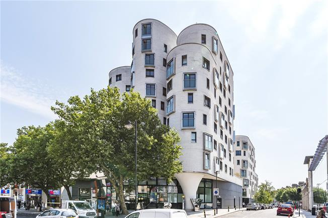 Offers in excess of £575,000, 2 Bedroom Flat For Sale in London, SW4