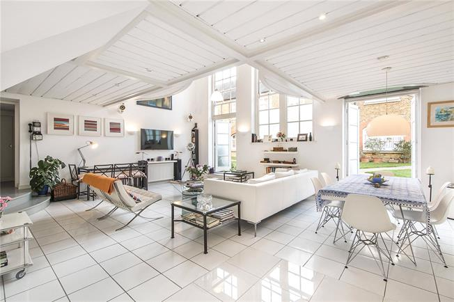 Asking Price £750,000, 3 Bedroom Flat For Sale in London, SW4