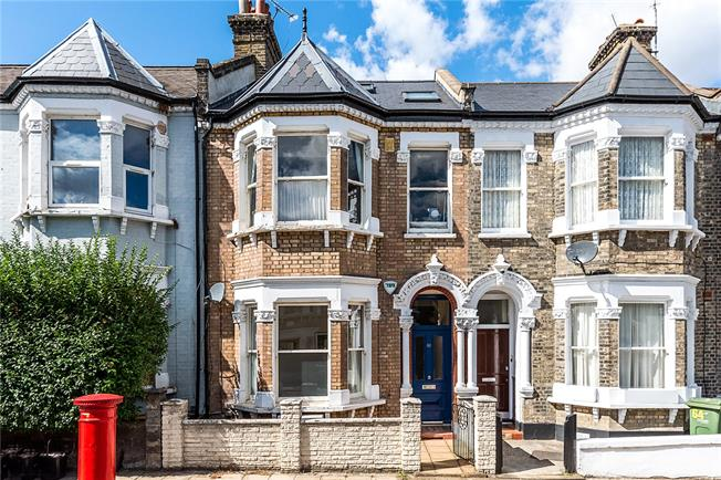 Asking Price £595,000, 2 Bedroom Flat For Sale in London, SW2