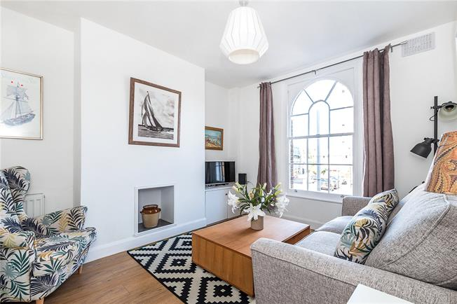 Asking Price £560,000, 2 Bedroom Flat For Sale in London, SW8