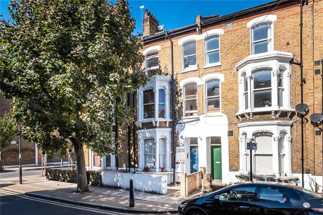 Asking Price £535,000, 2 Bedroom Flat For Sale in London, SW2