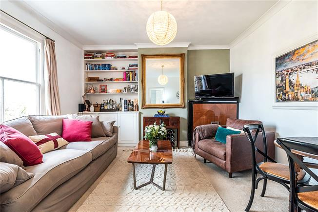 Asking Price £575,000, 2 Bedroom Flat For Sale in London, SW4