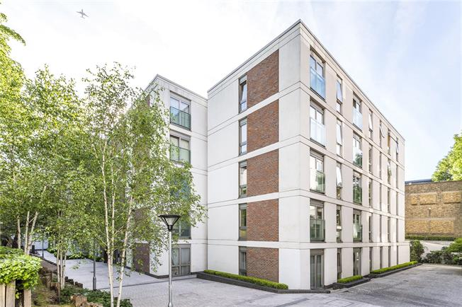 Offers in excess of £600,000, 2 Bedroom Flat For Sale in London, SW4