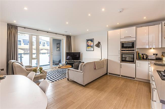 Asking Price £599,999, 2 Bedroom Flat For Sale in London, SW9