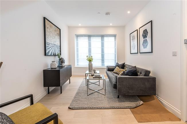 Asking Price £395,000, 1 Bedroom Flat For Sale in London, SW2