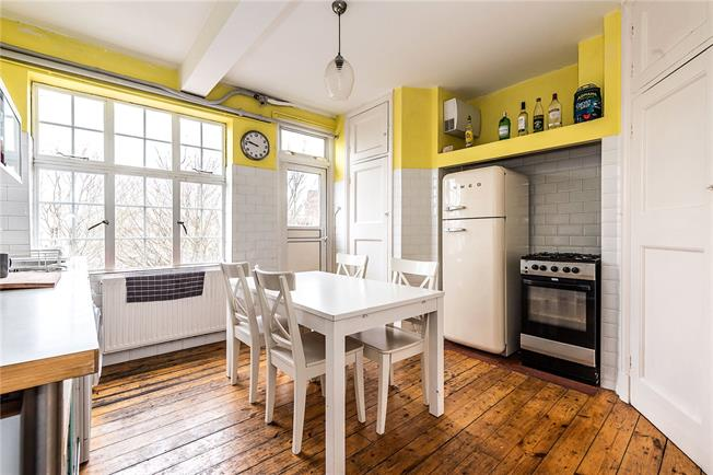 Asking Price £475,000, 3 Bedroom Flat For Sale in London, SW2