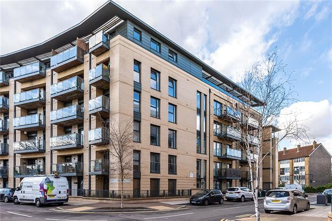 Asking Price £460,000, 2 Bedroom Flat For Sale in London, SW4