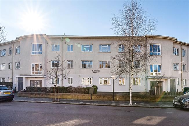 Asking Price £475,000, 2 Bedroom Flat For Sale in London, SW2