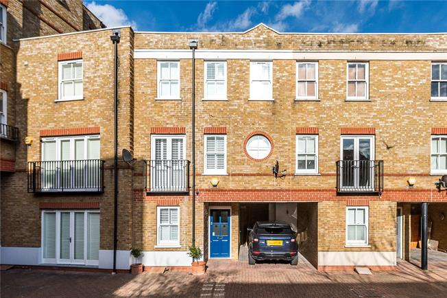 Guide Price £975,000, 3 Bedroom Mews House For Sale in London, SW4