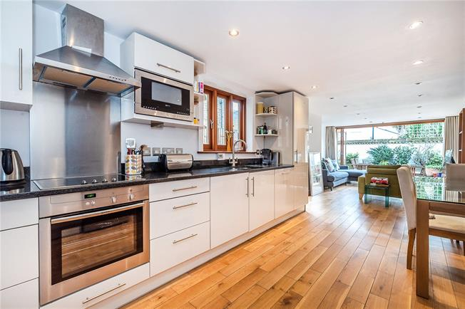Offers in excess of £650,000, 2 Bedroom Flat For Sale in London, SW9