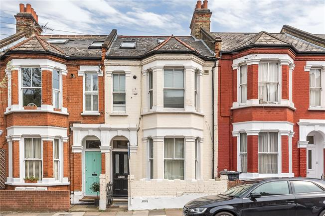 Asking Price £615,000, 2 Bedroom Flat For Sale in London, SW4