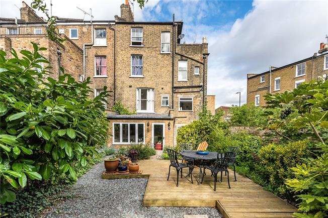 Asking Price £650,000, 2 Bedroom Flat For Sale in London, SW4
