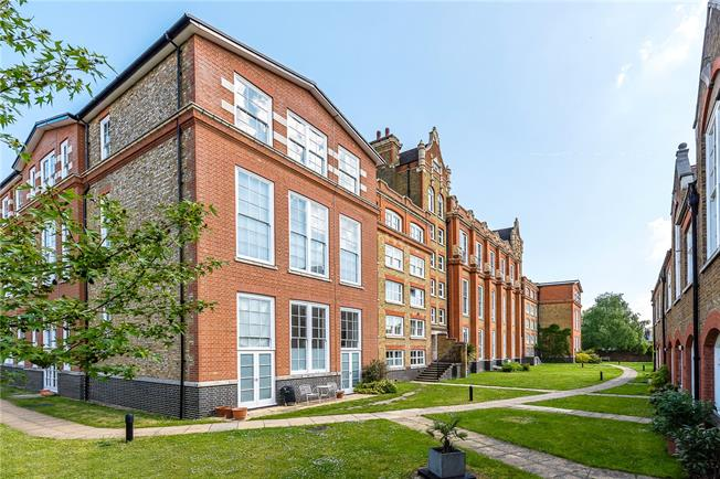 Asking Price £850,000, 3 Bedroom Flat For Sale in London, SW4