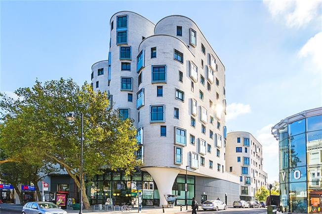 Asking Price £495,000, 1 Bedroom Flat For Sale in London, SW4