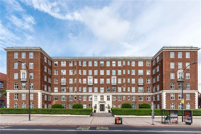 Offers in excess of £325,000, 1 Bedroom Flat For Sale in London, SW2