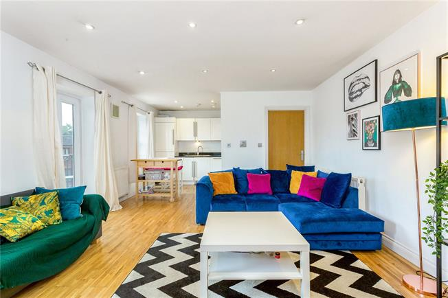 Asking Price £500,000, 1 Bedroom Flat For Sale in London, SW4