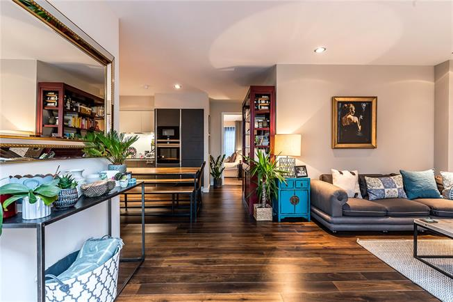 Asking Price £875,000, 2 Bedroom Flat For Sale in London, SW4
