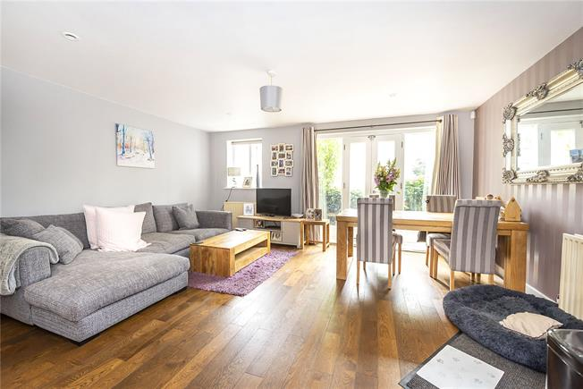 Offers in excess of £400,000, 1 Bedroom Flat For Sale in London, SW4