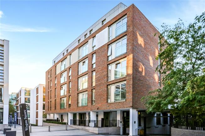 Asking Price £800,000, 2 Bedroom Flat For Sale in London, SW4