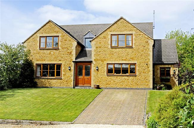 Guide Price £795,000, 5 Bedroom Detached House For Sale in Croughton, NN13