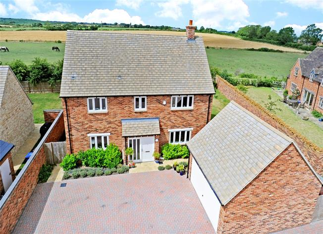 Offers in excess of £580,000, 3 Bedroom Detached House For Sale in Oxfordshire, OX25