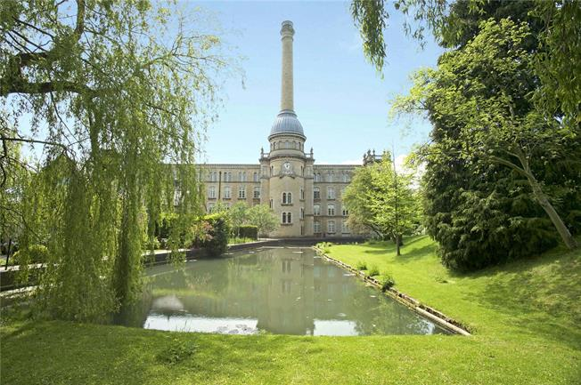 Offers in excess of £500,000, 3 Bedroom Town House For Sale in Chipping Norton, OX7