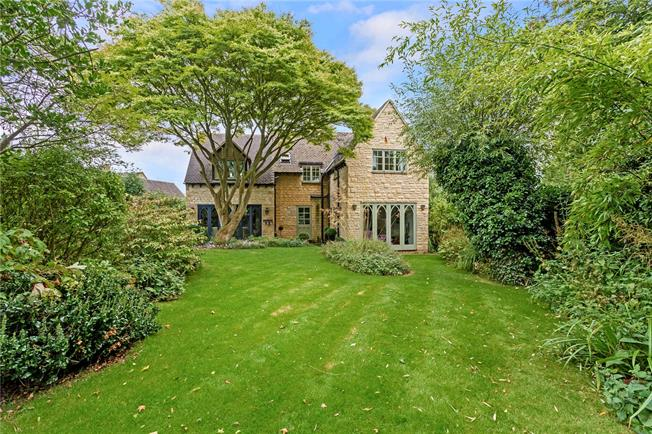 Guide Price £649,500, 4 Bedroom Detached House For Sale in Long Compton, CV36