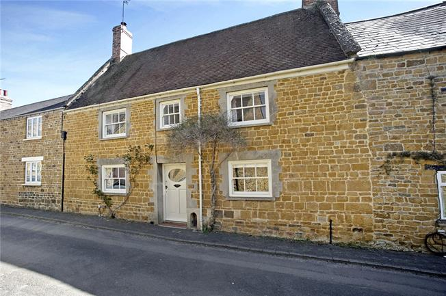 Guide Price £685,000, 4 Bedroom Terraced House For Sale in Deddington, OX15