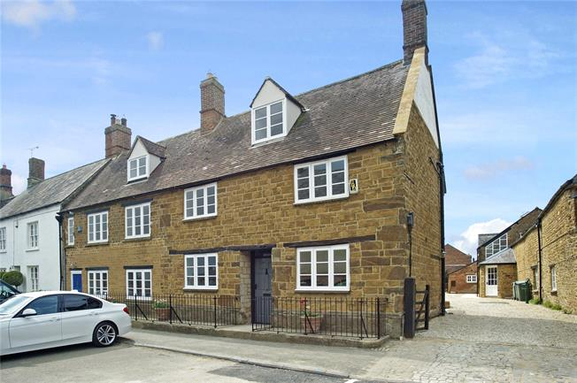 Guide Price £625,000, 4 Bedroom Semi Detached House For Sale in Deddington, OX15
