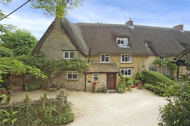 Guide Price £550,000, 4 Bedroom Semi Detached House For Sale in Aynho, OX17