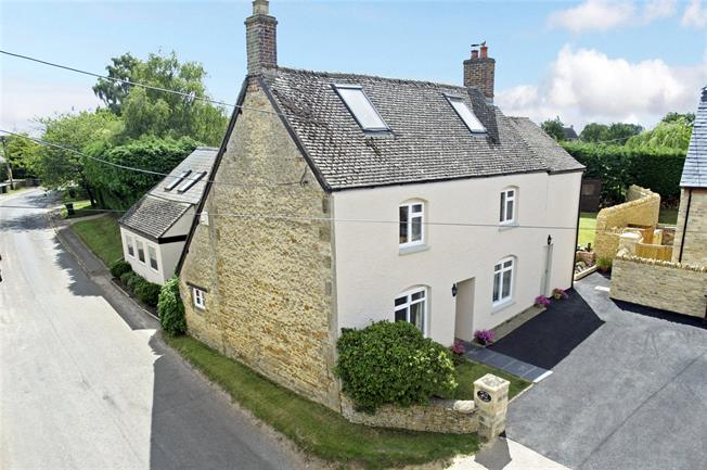 Guide Price £725,000, 5 Bedroom Detached House For Sale in Duns Tew, OX25