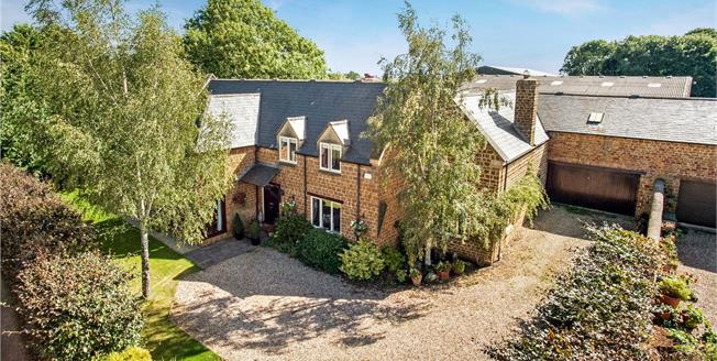 Guide Price £1,050,000, 6 Bedroom Detached House For Sale in Hempton, OX15