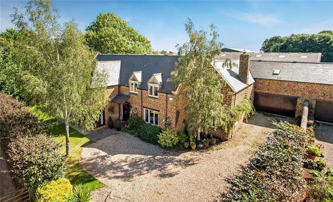 Guide Price £1,050,000, 6 Bedroom Detached House For Sale in Banbury, Oxfordshire, OX15