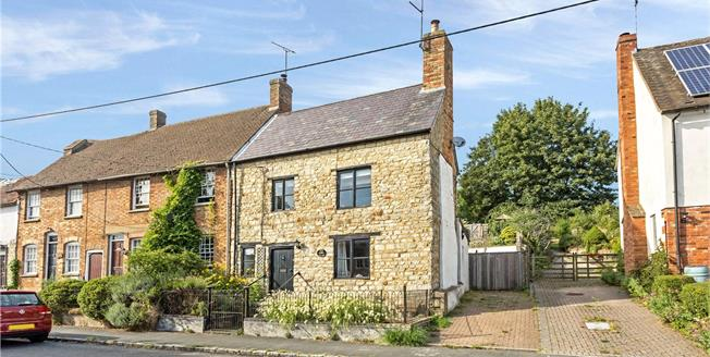 Guide Price £435,000, 4 Bedroom Semi Detached House For Sale in Buckingham, MK18