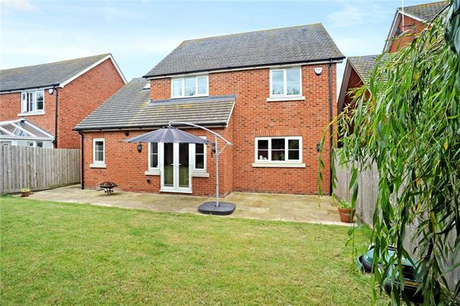 Guide Price £499,000, 4 Bedroom Detached House For Sale in Buckingham, Oxfordshire, MK18