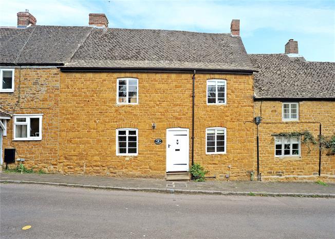 Guide Price £525,000, 4 Bedroom Terraced House For Sale in Deddington, OX15