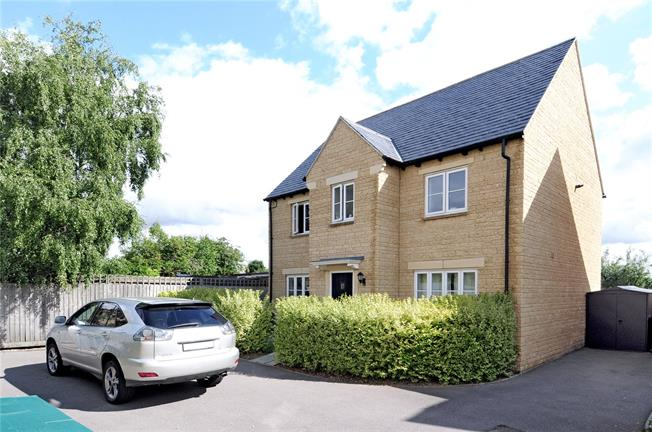 Guide Price £425,000, 6 Bedroom Detached House For Sale in Middle Barton, OX7