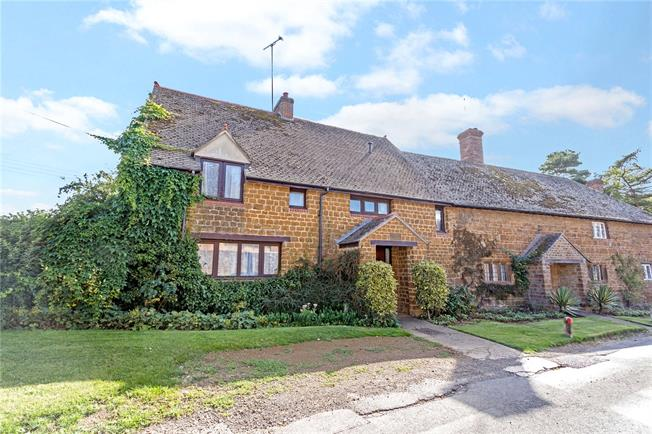 Guide Price £500,000, 3 Bedroom Semi Detached House For Sale in Wigginton, OX15