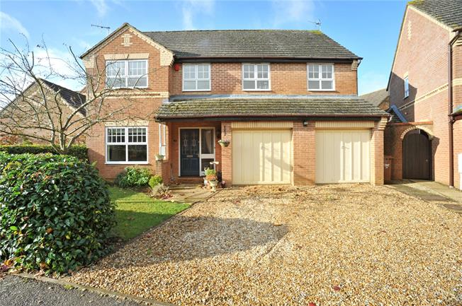 Guide Price £519,950, 5 Bedroom Detached House For Sale in Deddington, OX15