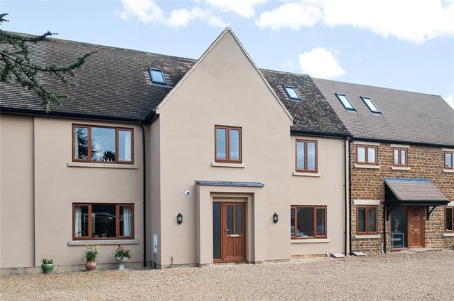 Guide Price £695,000, 5 Bedroom Terraced House For Sale in Deddington, OX15